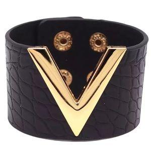 Luxury Croc Faux Leather Fashion V Cuff bracelet
